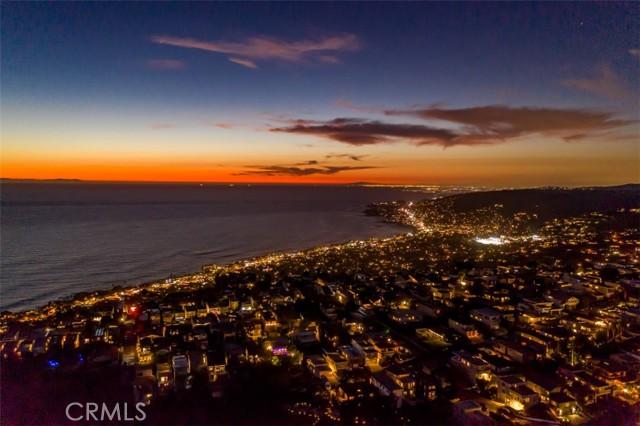 319 Cypress Drive, Laguna Beach CA: http://media.crmls.org/medias/b959e36a-154f-4234-bd36-10f777bb6f1b.jpg