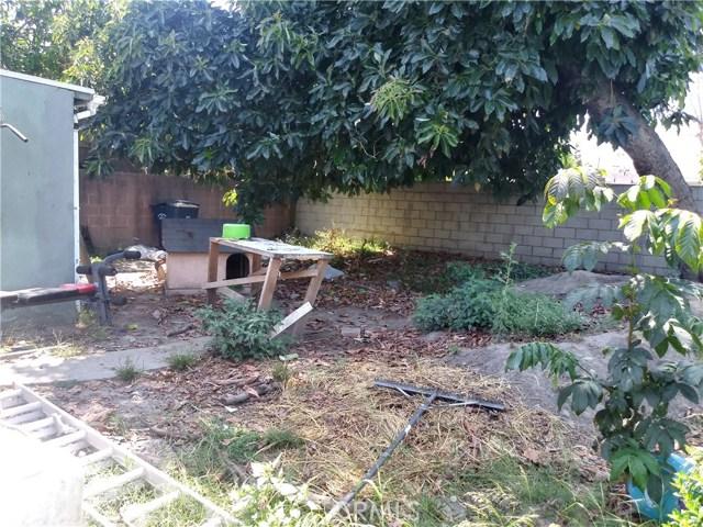 8681 Garden View Avenue, South Gate CA: http://media.crmls.org/medias/b9d27a6e-72e4-48cc-aff0-56171a780092.jpg