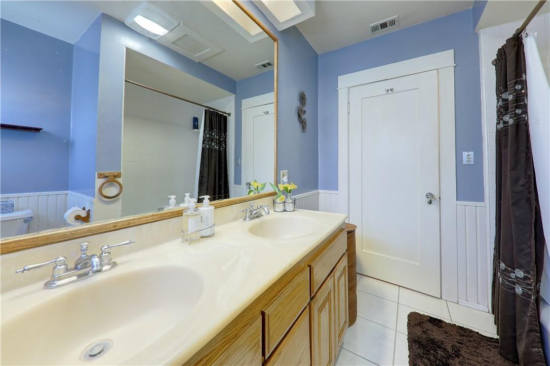 8325 6th Street, Downey CA: http://media.crmls.org/medias/b9db5794-e9dd-44f8-ac32-4eeab21b695d.jpg