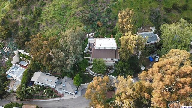 9807 Portola Drive, Beverly Hills CA: http://media.crmls.org/medias/b9dea6ed-9679-4182-ac2a-5c1611c9a361.jpg
