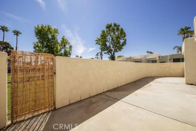 1712 Fairway Circle, Palm Springs CA: http://media.crmls.org/medias/b9feb805-4e89-47a9-a8cb-25e45dcf1f82.jpg