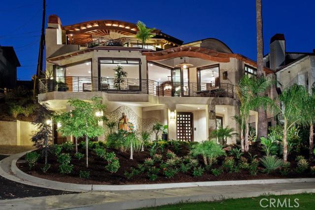 Single Family Home for Sale at 2820 Bayside St Corona Del Mar, California 92625 United States