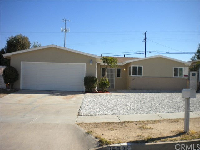 16321 Yucca Avenue, Victorville CA: http://media.crmls.org/medias/ba2696a5-8d87-4f69-b1a1-2d5251839fe4.jpg
