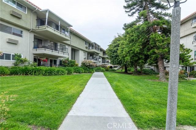 2390 Via Mariposa W, Laguna Woods CA: http://media.crmls.org/medias/ba30b3b7-69b9-46e2-9c49-ac6982814c2e.jpg