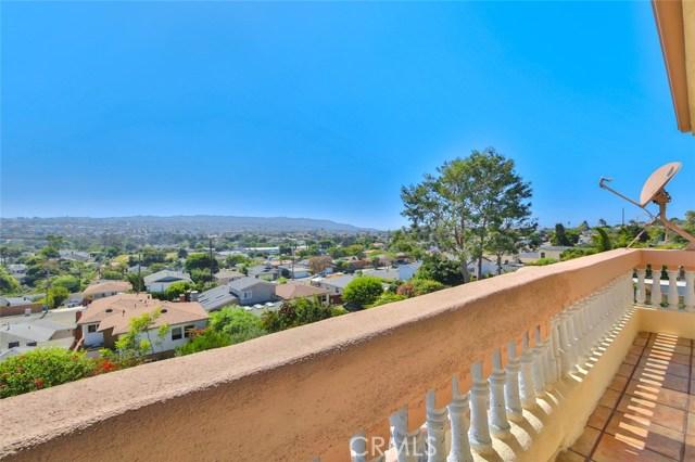 1064 Avenue D, Redondo Beach CA: http://media.crmls.org/medias/ba3bbb34-f5b2-4a9e-ba6d-6b4a467a9756.jpg