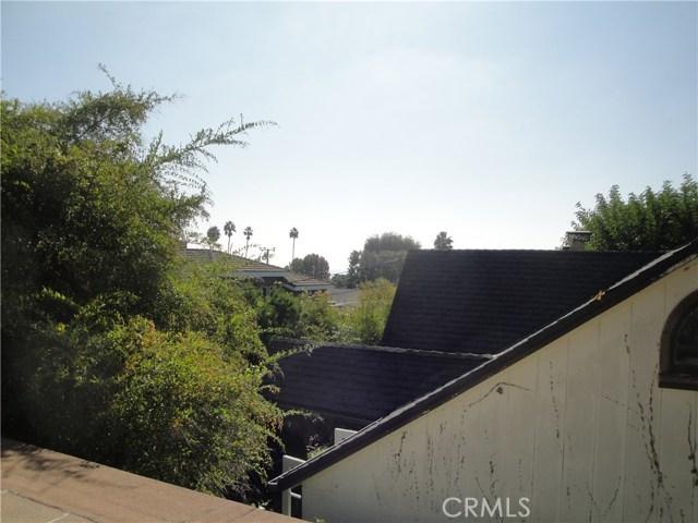520 Oak Street, Laguna Beach CA: http://media.crmls.org/medias/ba572d47-3289-4bf1-b27e-9e1258269293.jpg