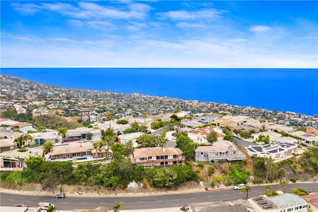 1324 Pitcairn Place, Laguna Beach CA: http://media.crmls.org/medias/ba67d775-c4e5-4036-8a62-fa867f6f908a.jpg