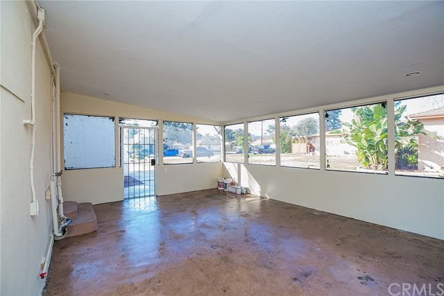 269 W Willow Street, Pomona CA: http://media.crmls.org/medias/ba6b31d2-fc03-4335-8bf7-0f545309dc88.jpg