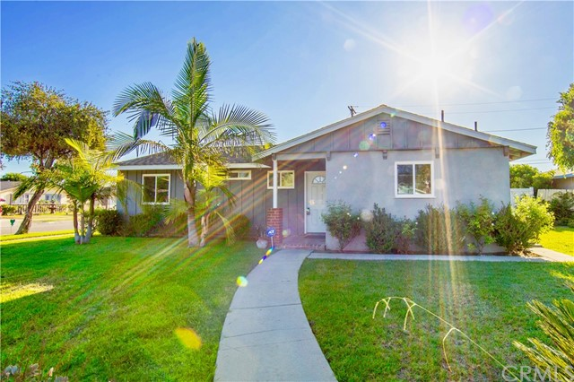 221 S Vine Avenue, Fullerton CA: http://media.crmls.org/medias/ba72d818-767d-44ee-8b0e-e46096b32962.jpg