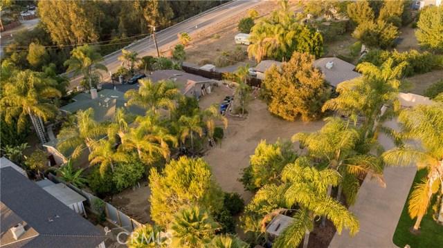 1625 Gum Tree Lane, Fallbrook CA: http://media.crmls.org/medias/ba97541e-22ea-450b-9696-04c97189a02f.jpg