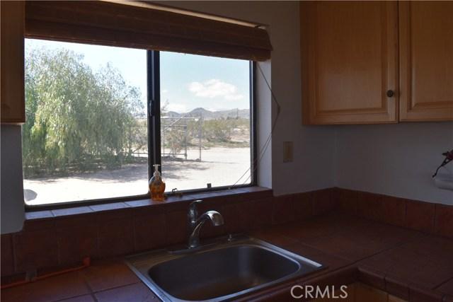 56855 Reche Road, Landers CA: http://media.crmls.org/medias/bab1177b-44cd-4859-9d0e-a774c75a21de.jpg