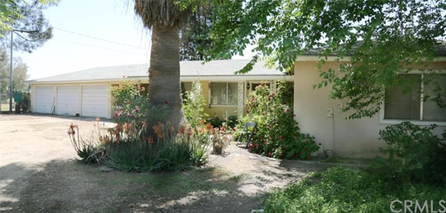 Detail Gallery Image 1 of 8 For 23243 Clayton Ave, Reedley, CA 93654 - 4 Beds | 1/1 Baths