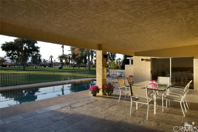45337 Club Drive, Indian Wells CA: http://media.crmls.org/medias/bb1bc03d-65e9-4ddc-8c86-42ab3c395677.jpg