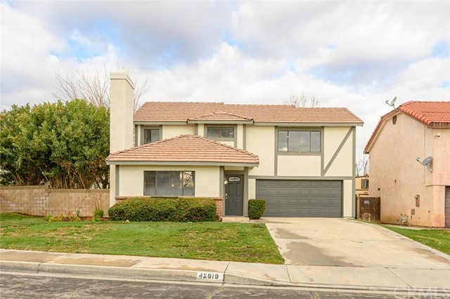 Detail Gallery Image 1 of 35 For 42919 Pearlwood Dr, Lancaster,  CA 93536 - 3 Beds | 2/1 Baths