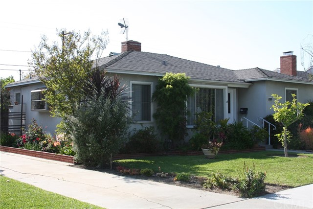 Single Family Home for Sale at 1909 Bellflower Boulevard N Long Beach, California 90815 United States