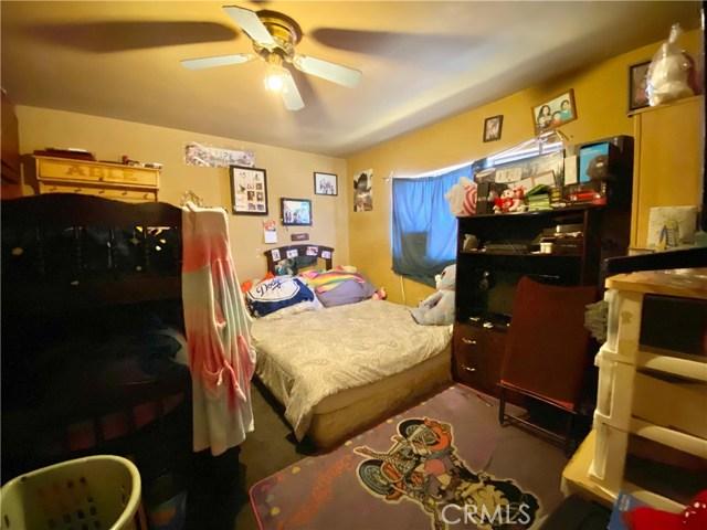 9300 California Avenue, South Gate CA: http://media.crmls.org/medias/bb364a07-070c-4534-80bb-c353e276ba44.jpg