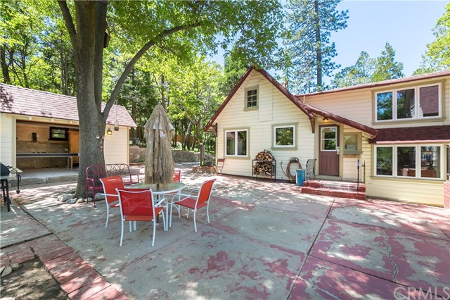 651 Forest Shade Road A & B, Crestline CA: http://media.crmls.org/medias/bb541062-cfa2-4b8e-a07b-fd60d6c9e6aa.jpg