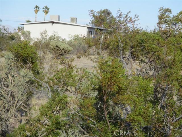 74622 A & B Sunrise Drive, 29 Palms CA: http://media.crmls.org/medias/bb54d745-2172-4cc5-866f-63475c5b468f.jpg