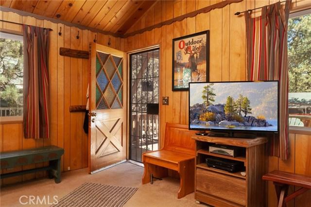 696 Imperial Avenue, Sugar Loaf CA: http://media.crmls.org/medias/bb7077df-34fe-47f3-b595-009ca741218d.jpg