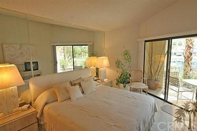 55423 Tanglewood, La Quinta CA: http://media.crmls.org/medias/bb74eaba-569b-4be0-a565-dd9b89492abb.jpg