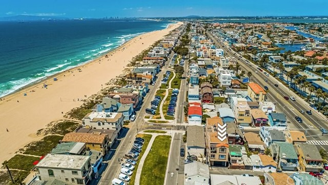 17090 5th, Sunset Beach CA: http://media.crmls.org/medias/bb805fdc-656f-44fb-98fe-9e1a4b299d7b.jpg
