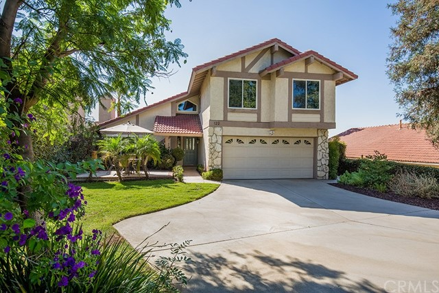 122 Orange Park, Redlands CA: http://media.crmls.org/medias/bb8489ab-4f01-4f9d-b09b-100c406784e7.jpg