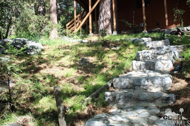 23076 Oak Leaf Lane, Idyllwild CA: http://media.crmls.org/medias/bb883c81-7be2-42b3-830f-d33864e30c82.jpg