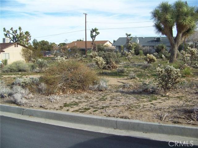 7483 Goleta Avenue, Yucca Valley CA: http://media.crmls.org/medias/bb9abe73-c0e0-4215-8677-dca09dbdf111.jpg
