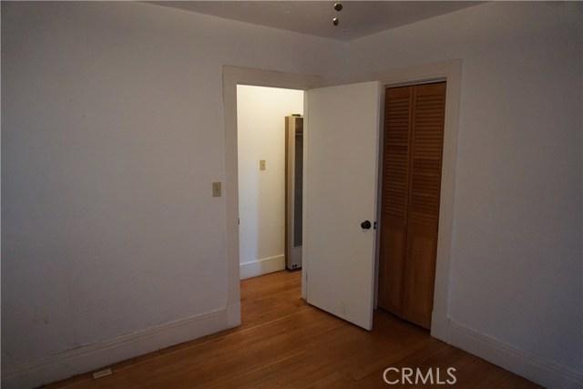 422 N 8th Avenue, Upland CA: http://media.crmls.org/medias/bba9ab55-d255-41d0-8f5a-150719939763.jpg