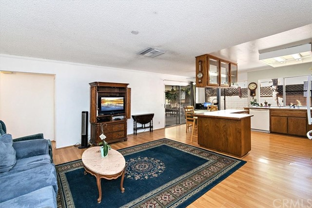 1465 Fernando Avenue, Upland CA: http://media.crmls.org/medias/bbc21050-3405-4db4-9259-4963a0818aa3.jpg