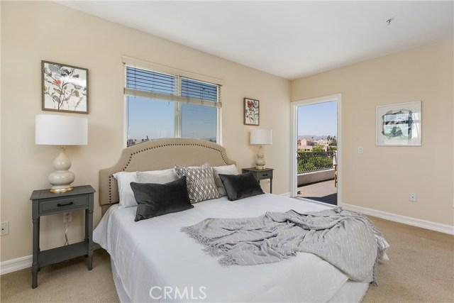 926 S Manhattan Place, Los Angeles CA: http://media.crmls.org/medias/bbd81834-47d6-46c2-83b4-c6cf31e02d20.jpg