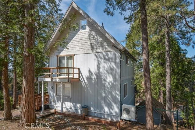 527 Rainier Road, Lake Arrowhead CA: http://media.crmls.org/medias/bbe1fc95-e824-4c75-a6f9-3a5c8629c91f.jpg