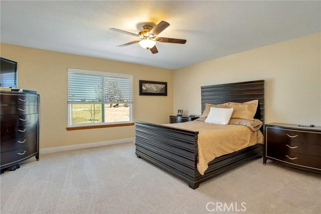 10832 Anaconda Avenue, Oak Hills CA: http://media.crmls.org/medias/bbe705cc-0fb0-4779-ac37-570bd97ea7fd.jpg