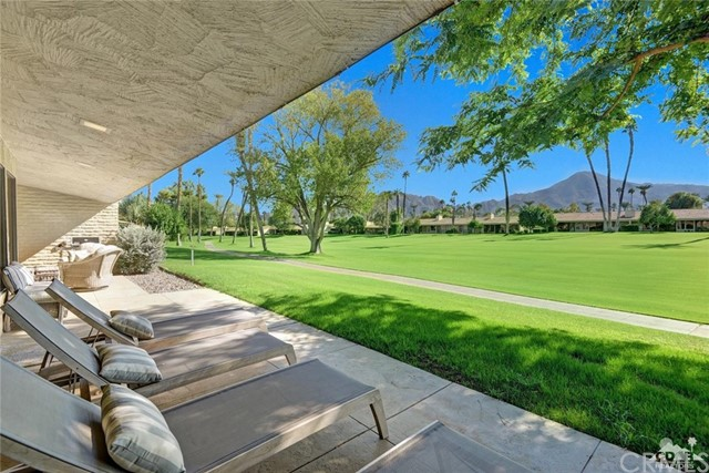 Photo of home for sale at 75593 Desert Horizons Dr Drive, Indian Wells CA