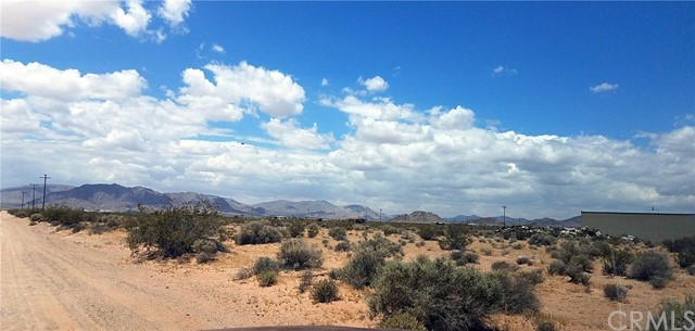 36400 Smoke Bush Road Lucerne Valley, CA 92285 - MLS #: DW17192652
