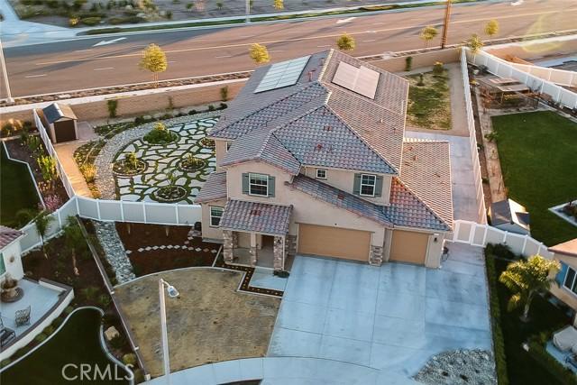1611 Penny Lane, Redlands CA: http://media.crmls.org/medias/bc63df88-f88a-4fd3-979e-f5ea0bb95b1d.jpg