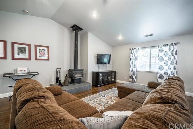15300 Forest Ranch Way, Forest Ranch CA: http://media.crmls.org/medias/bc9a4d90-e66c-475a-b8a3-56d8c68c9016.jpg