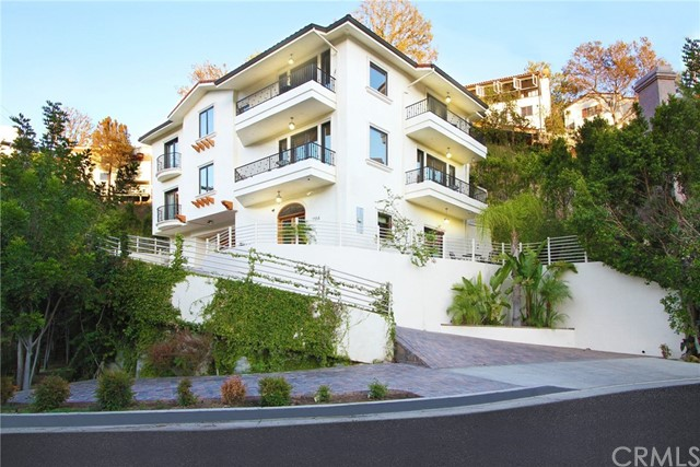 2554 Hargrave Drive, Hollywood Hills, CA 90068