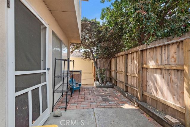 332 Poplar Street, Laguna Beach CA: http://media.crmls.org/medias/bcab9783-24c3-484d-a825-33109fe7872c.jpg