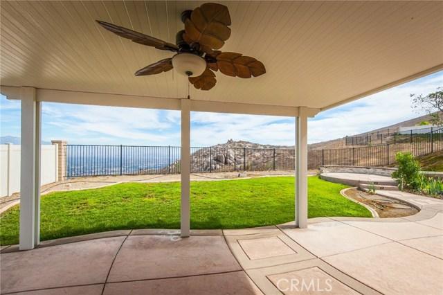 16736 Golden Bluff, Riverside CA: http://media.crmls.org/medias/bccd82fd-991e-4fb9-83b6-2eed4808d80b.jpg