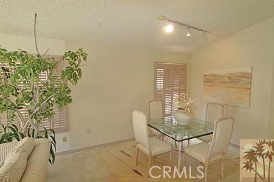 55423 Tanglewood, La Quinta CA: http://media.crmls.org/medias/bcf40a87-4dfd-40e5-84d3-5b03f03da201.jpg