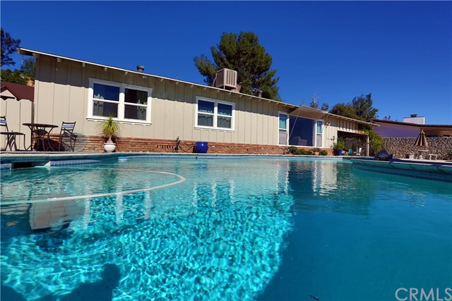 2351 Willow Drive, San Bernardino CA: http://media.crmls.org/medias/bd014dc7-5d81-4fe7-879d-86086b1e1216.jpg