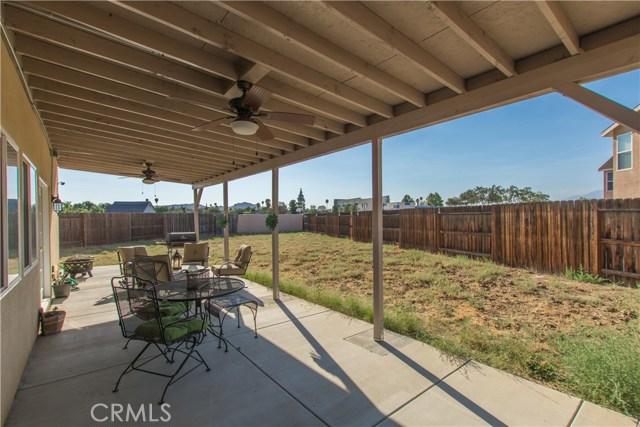 8751 Metta Circle, Riverside CA: http://media.crmls.org/medias/bd065c1b-c2c1-4f0d-82f9-7db6890e72d0.jpg