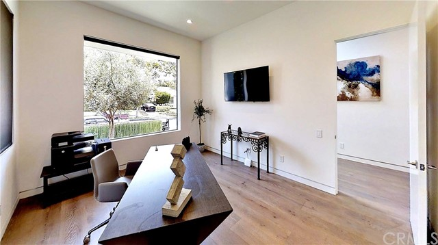 607 N Curson Avenue, Los Angeles CA: http://media.crmls.org/medias/bd326fdd-c369-4bdd-9fb5-1a93ecff64ca.jpg