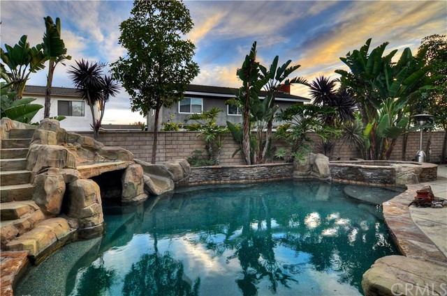 Detail Gallery Image 1 of 37 For 8412 Hurstwell Dr, Huntington Beach, CA 92646 - 4 Beds | 2/1 Baths