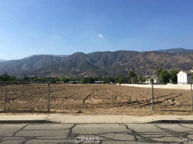 746 W 44th Street, San Bernardino CA: http://media.crmls.org/medias/bd7cffa7-7776-428a-94e3-2ccb7bd780a8.jpg