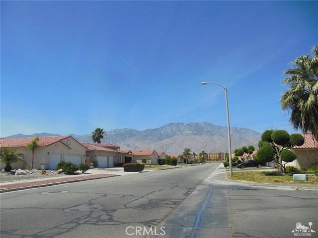 30480 Travis Ave, Cathedral City CA: http://media.crmls.org/medias/bd8f6054-66d9-454e-8538-589488cb8000.jpg