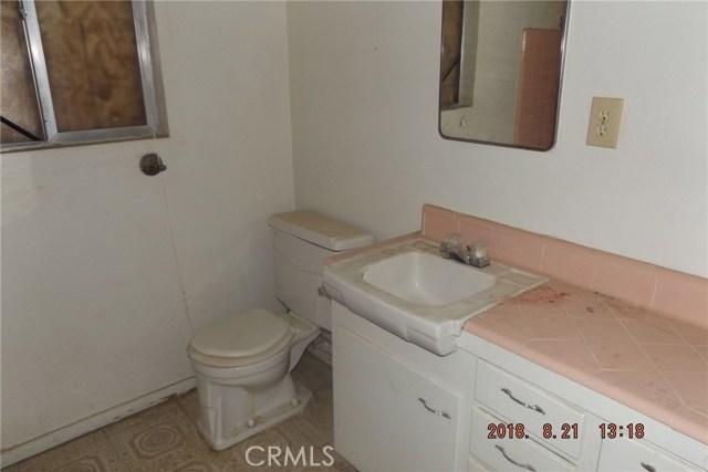 72256 Sunnyvale Drive, 29 Palms CA: http://media.crmls.org/medias/bd992ee5-5564-4fa5-968f-844dad80153a.jpg