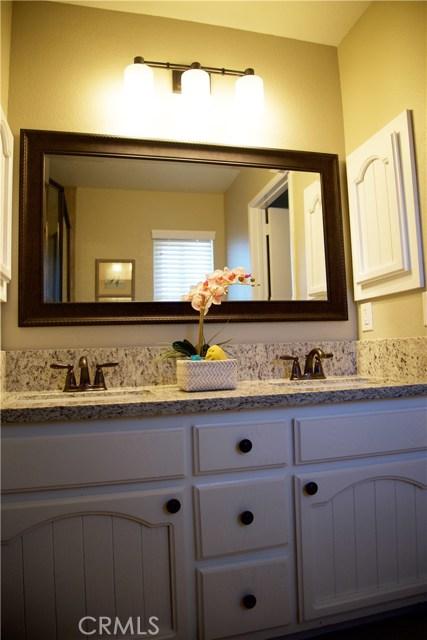 17850 Rancho Bonita, Victorville CA: http://media.crmls.org/medias/bddcd78a-887a-4c93-bb0c-a36848e66461.jpg