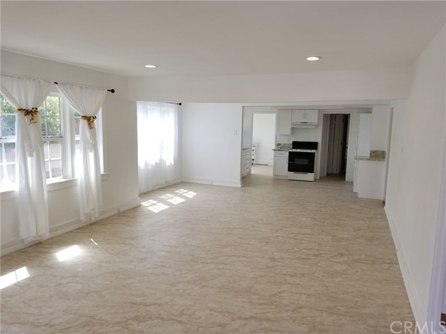 1818 E 10th Street, Long Beach CA: http://media.crmls.org/medias/bde66919-fe74-43ef-bb7d-b15c54e71ea1.jpg
